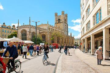 Cambridge markt St. Mary's kerk