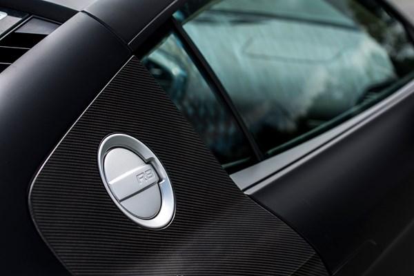 Matzwarte Audi R8