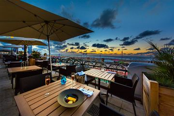 Restaurant Waves terras