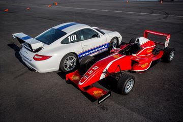 Formulewagen rijden circuit