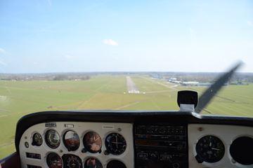 Cockpit van het vliegtuig