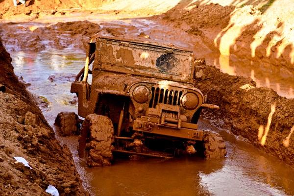 Offroad door de modder