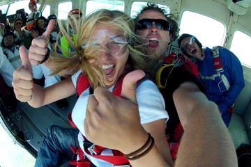 Uit vliegtuig springen