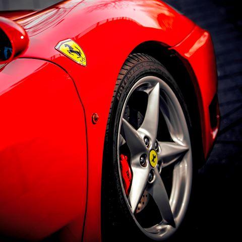 Zelf Ferrari rijden bij Celebrations Autoverhuur