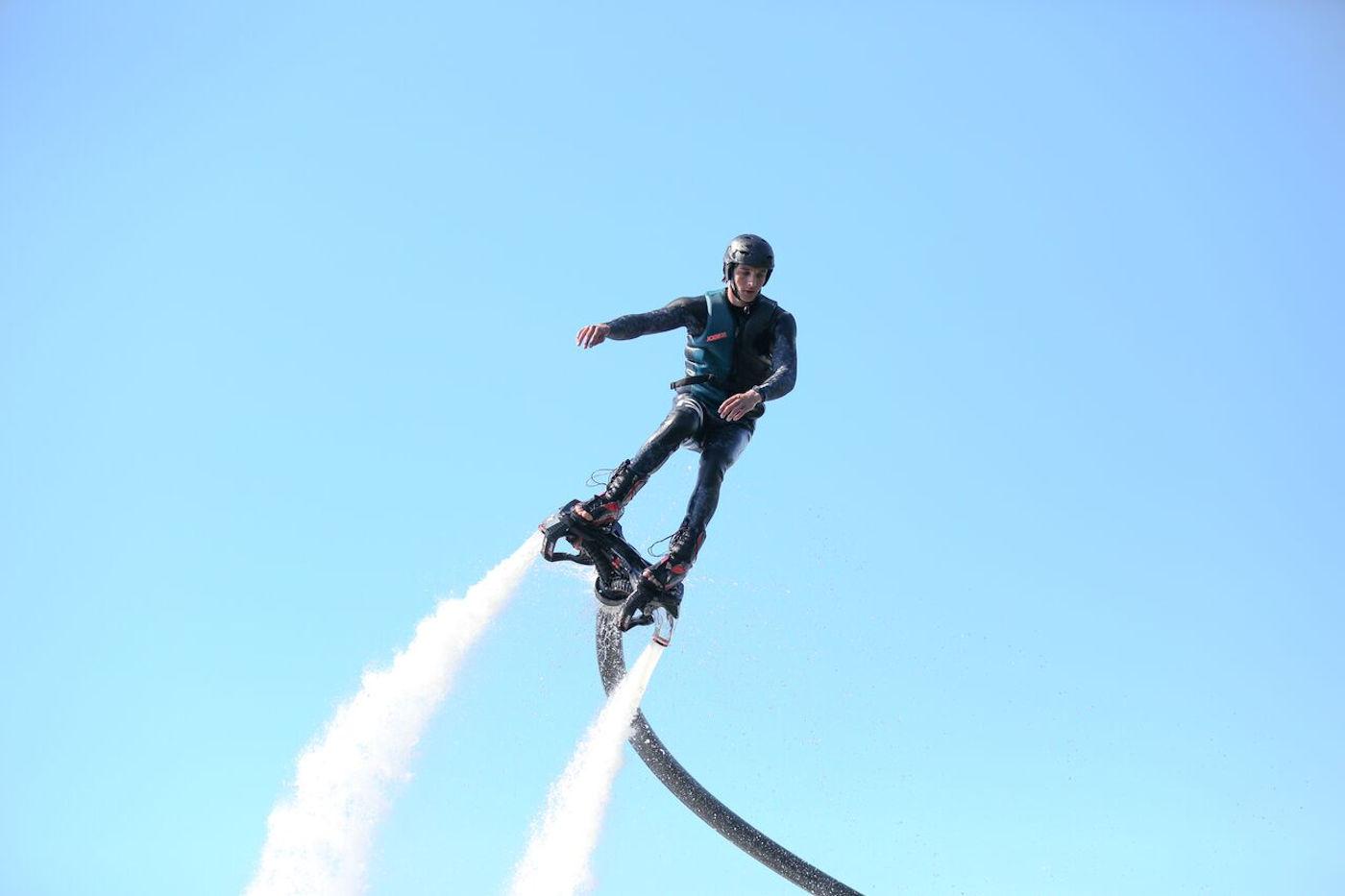 Hoverboarden of Flyboarden!