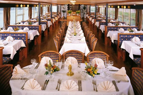 Dinnerzaal cruise over de Maas