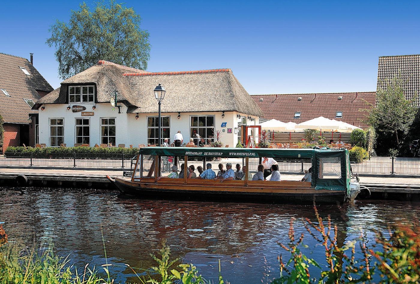 High Tea & rondvaart door Giethoorn!
