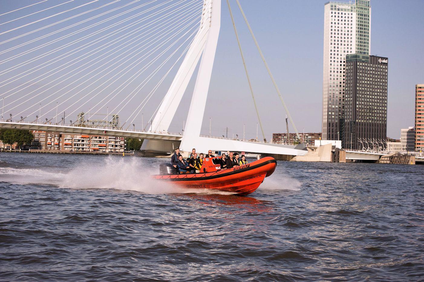 RIB boat-experience over de Maas!