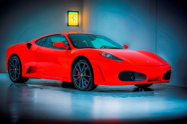 Ferrari F430 rood showroom