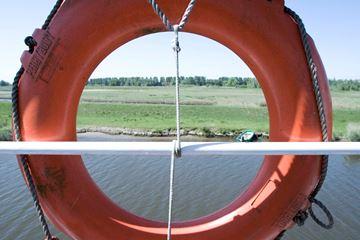 Reddingsboei op boot