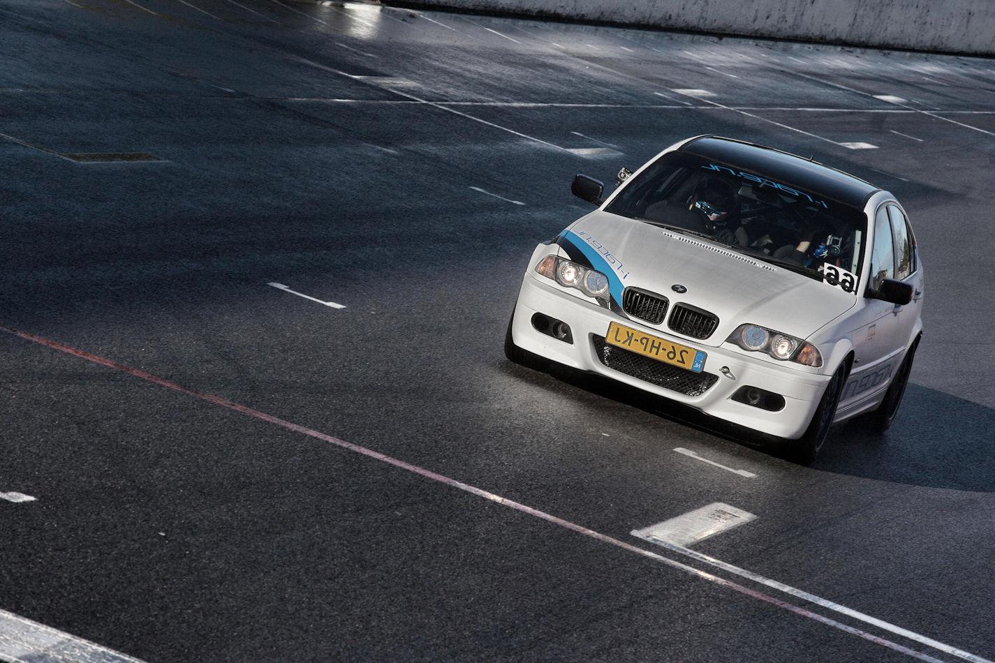 Race zelf in een BMW op een circuit naar keuze!