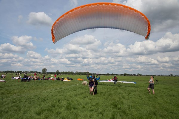 Start paragliding Holland