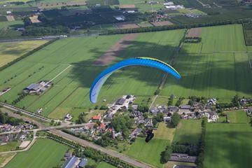 Hoog in de lucht paragliden