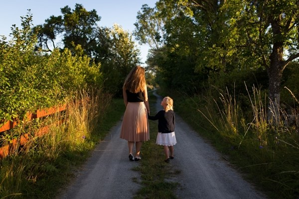 Wandeling moeder en dochter
