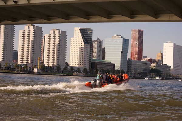 Rib boat over de Maas