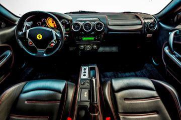 2 Ferrari's rijden
