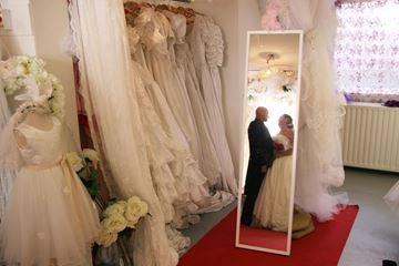 Bruidsjurken met bruidspaar