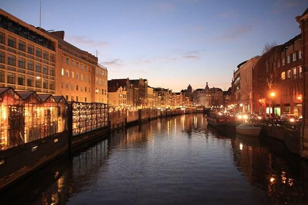 Verlichte grachten Amsterdam