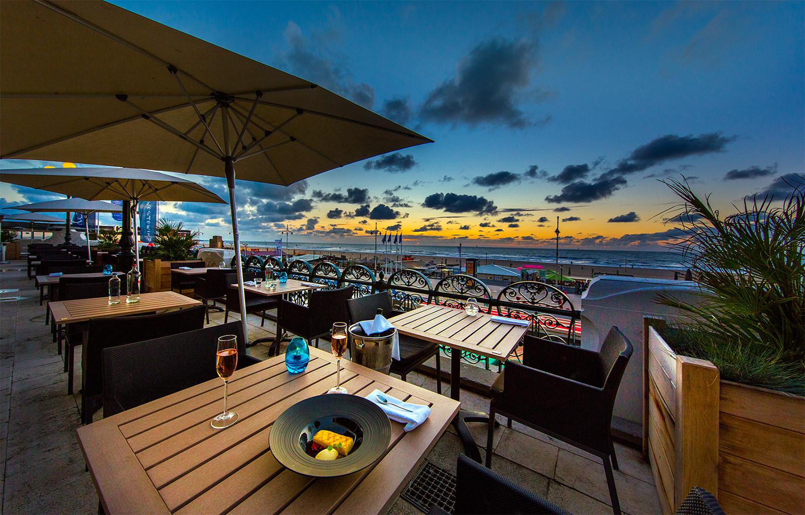 Restaurant Waves terras